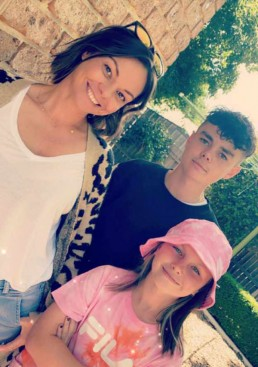 Ella and Lachlan with mum, Kelly